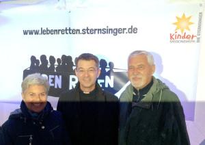 "Foto mit Pralat Dr. Krämer im Zelt des Kindermissionswerkes ""Die Sternsinger"" in Köln"