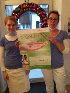 Zahnärztin Dr. Elke Alberts aus Wiehl und ihre Mitarbeiterin,  welche die Sammlung des Zahngoldes für Ometepe koordiniert.