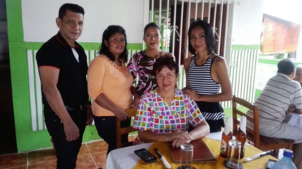 Dra. Melida Luna und die LehrerInnen der Schule