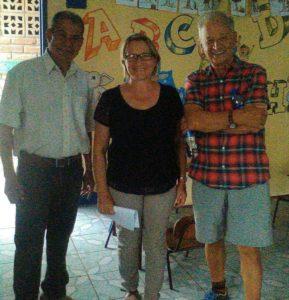 Horst Ostermann mit dem Projektleiter Alcides Flores und Sonia Kofler