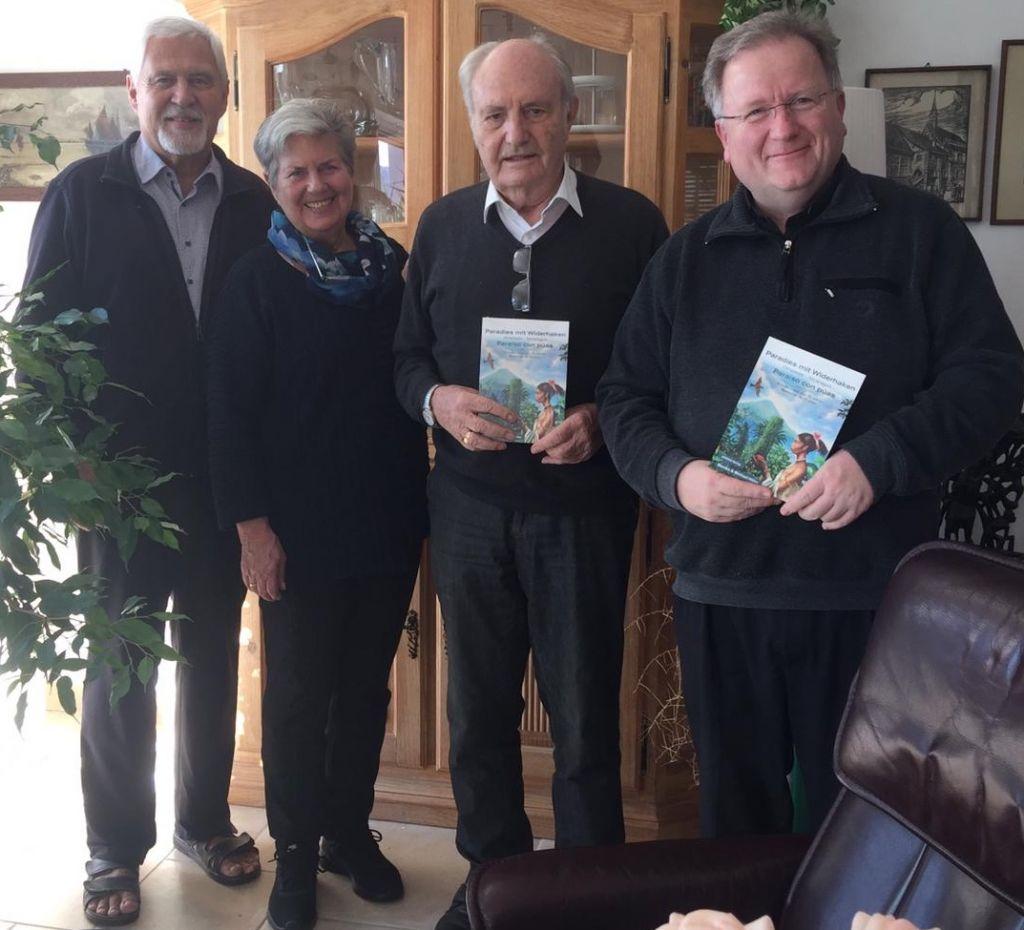 v.l.n.r: Michael Höhn, Monika Höhn, Bischof Bernhard Hombach, Pfarrer Reinhard Lenz